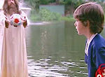 Ball aus dem Teich holen